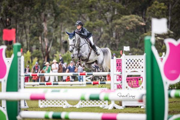 WPS87284-Maleah Lang-McMahon and 'Vakarra Champagne' win the class in a time of 25.349 secs