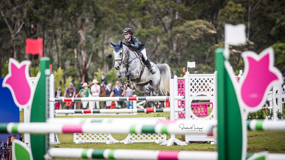 WPS87284-Maleah Lang-McMahon and'Vakarra Champagne' win the class in a time of 25.349 secs