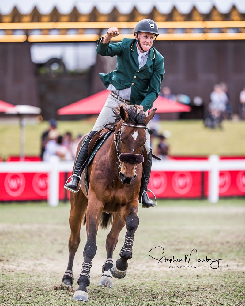 WJ924792-Chris Chugg and 'PSS Levilensky' win going double clear and in a time of 57.45 secs (1)